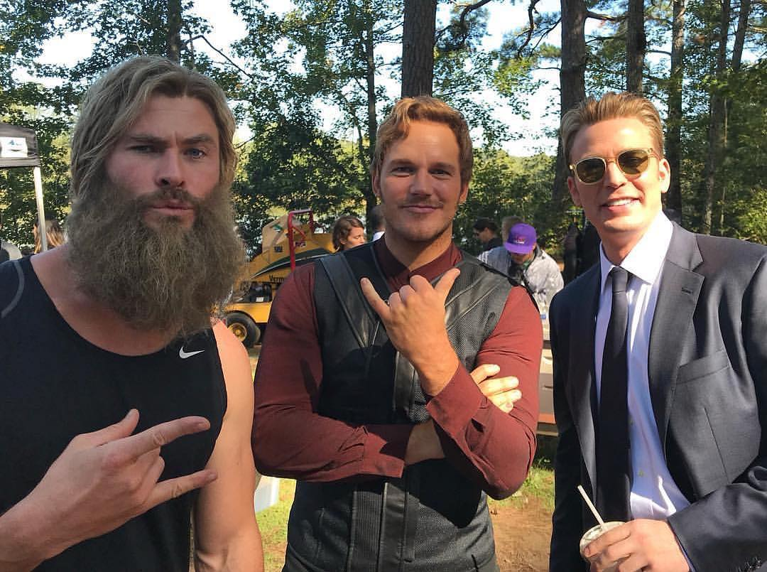 Mark Ruffalo Reveals Image Showing Chris Hemsworth Sleeping on the Endgame Set