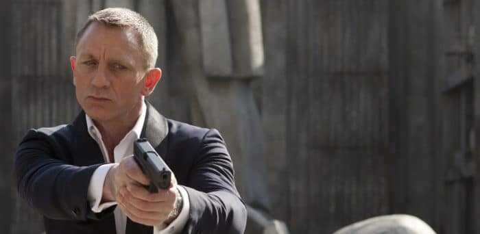 Daniel Craig's injury suspends the shooting of Bond 25 movie.