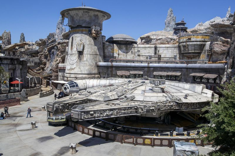 Star Wars Galaxy's Edge Opening Day received a spectacular crowd.
