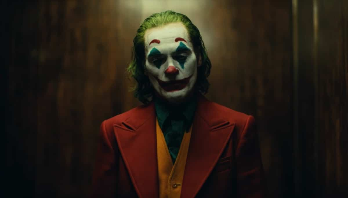 Lucky Fan Witnessed Joaquin Phoenix's Joker Stair Dance Scene in Real Time