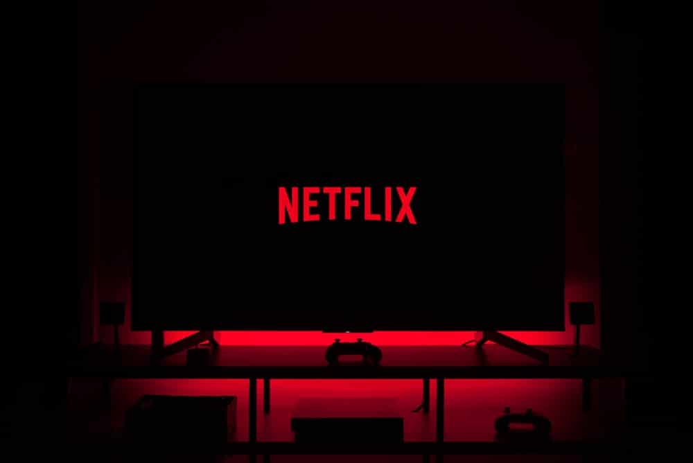 6 Ways to Watch Netflix with Friends and Family Far Away
